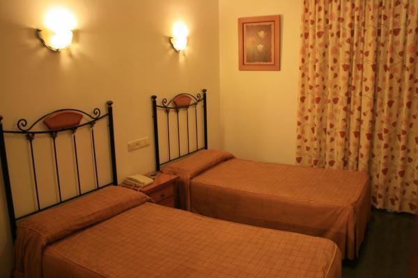 Hotel Pictures: , Adamuz