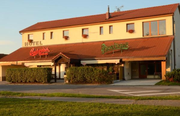 Hotel Pictures: Hotel & restaurant SIGNAL, Pardubice