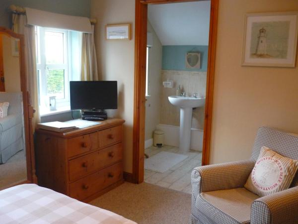 Hotel Pictures: White Cottage Bed and Breakfast, Seisdon