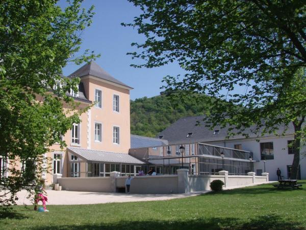 Hotel Pictures: Chateau de Libarrenx - Ethic Etapes Mauléon Licharre, Gotein-Libarrenx