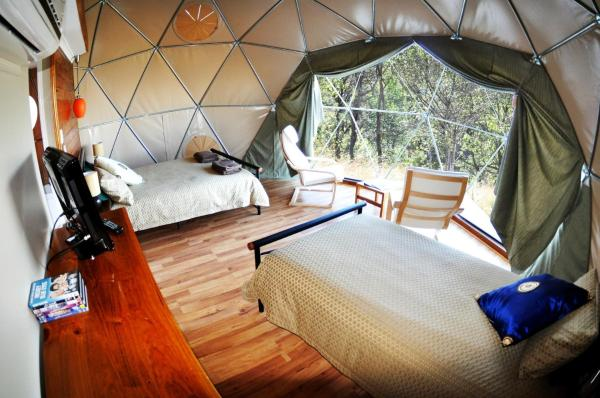 Hotellikuvia: Weltevreden Domes Retreat, Esk