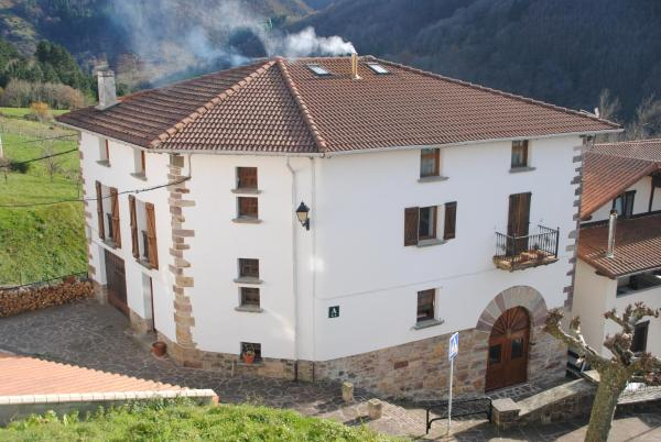 Hotel Pictures: Matxitxulo Family Rooms, Ezkurra