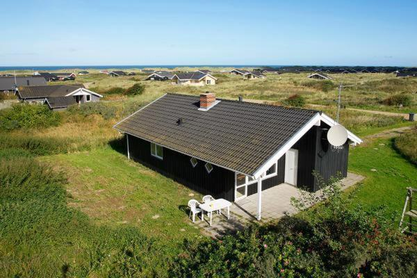 Hotel Pictures: Three-Bedroom Holiday home in Hjørring 2, Lønstrup