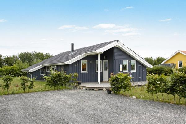 Hotel Pictures: Three-Bedroom Holiday home in Assens 1, Næs