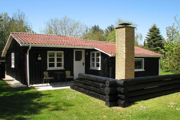 Hotel Pictures: Two-Bedroom Holiday home in Ulfborg 1, Sønder Nissum