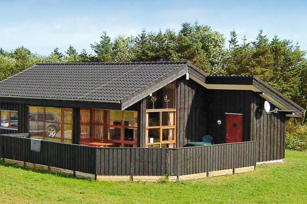 Hotel Pictures: Three-Bedroom Holiday home in Tarm 3, Hemmet