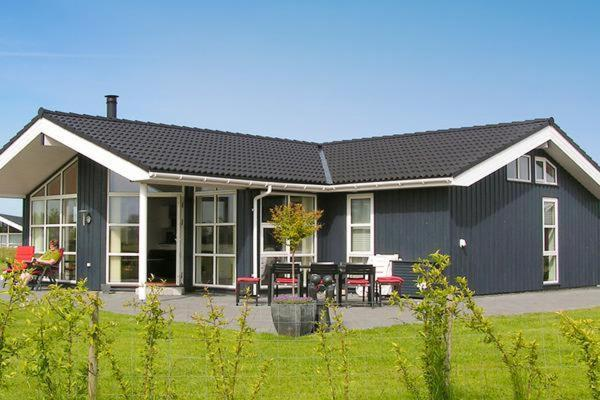 Hotel Pictures: Four-Bedroom Holiday home in Hadsund 11, Odde