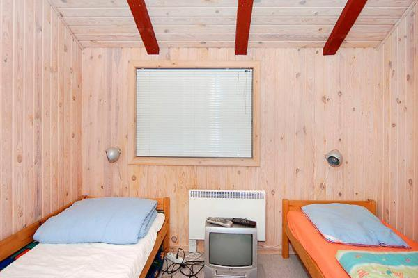Hotel Pictures: Three-Bedroom Holiday home in Sydals 7, Vibøge