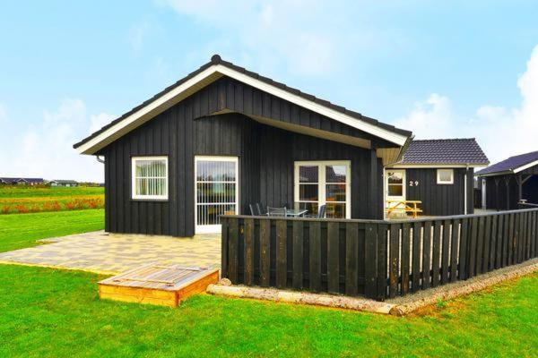 Hotel Pictures: Three-Bedroom Holiday home in Tarm 7, Hemmet