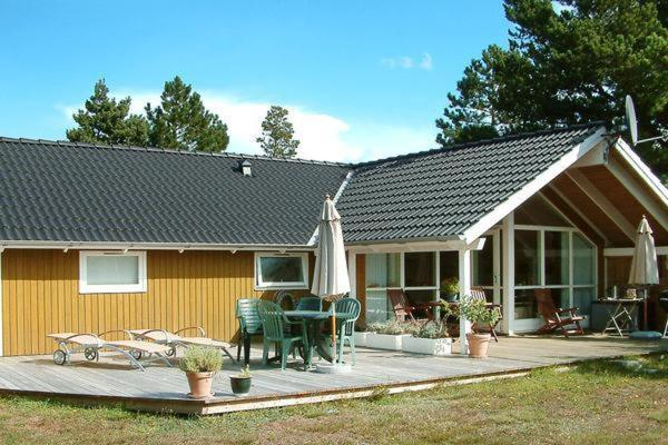 Hotel Pictures: Three-Bedroom Holiday home in Rødby 19, Rødbyhavn