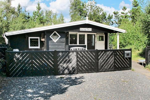 Hotel Pictures: Two-Bedroom Holiday home in Hals 21, Hals
