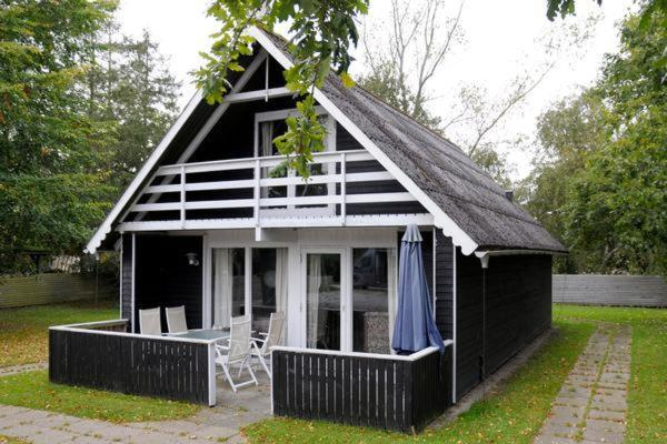 Hotel Pictures: Three-Bedroom Holiday home in Ørsted 10, Kare
