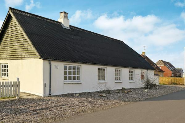 Hotel Pictures: Three-Bedroom Holiday home in Lemvig 7, Nørby