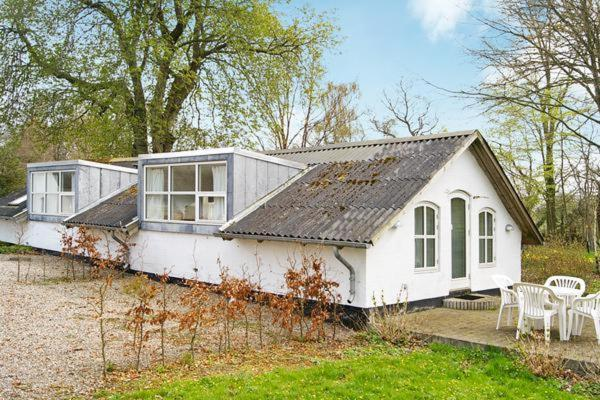 Hotel Pictures: Two-Bedroom Holiday home in Aabenraa 7, Ornum