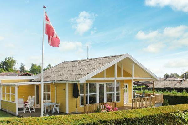 Hotel Pictures: Three-Bedroom Holiday home in Juelsminde 20, Sønderby