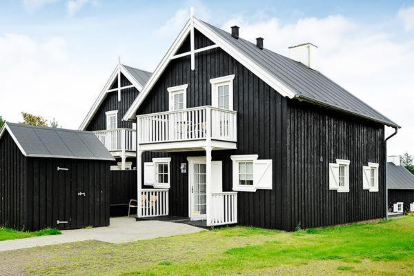 Hotel Pictures: Four-Bedroom Holiday home in Gjern 4, Gjern