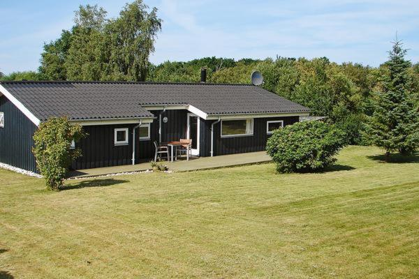 Hotel Pictures: Three-Bedroom Holiday home in Glesborg 49, Bønnerup