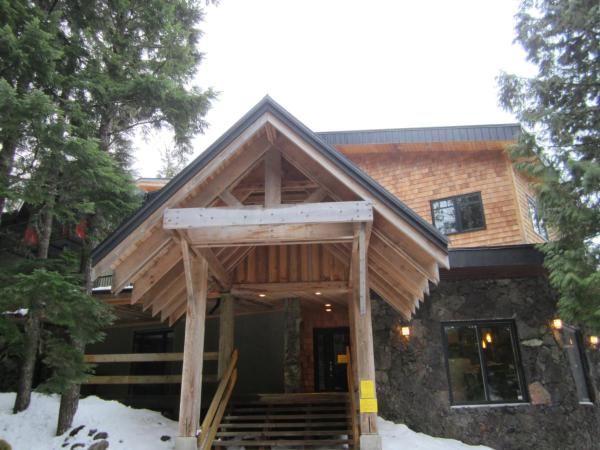Hotel Pictures: The Lodge At Skeena Landing, Terrace