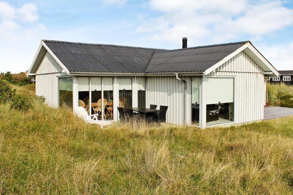 Фотографии отеля: Two-Bedroom Holiday home in Fanø 13, Fanø