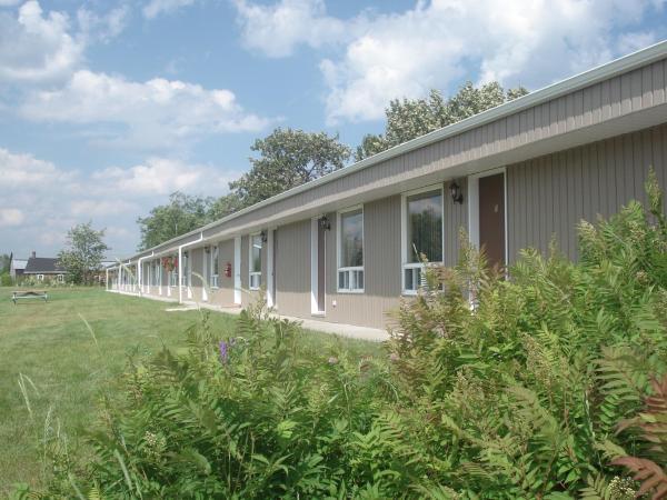 Hotel Pictures: Motel la Maison de Travers, Baie-Sainte-Catherine