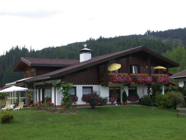 Foto Hotel: Ferienwohnungen Pallhuber, Heiterwang