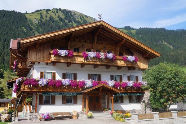 Foto Hotel: Ferienhof Weissenbach, Holzgau