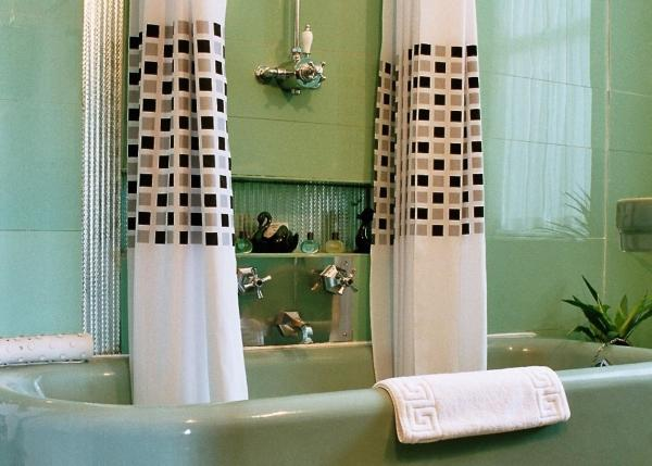 Superior Four Poster - Art Deco Bathroom