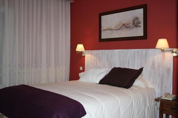 Hotel Pictures: Hotel Cuatro Calzadas, Martinamor