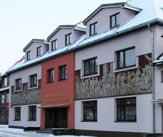 Hotel Pictures: Penzion a restaurace Sklář, Karolinka