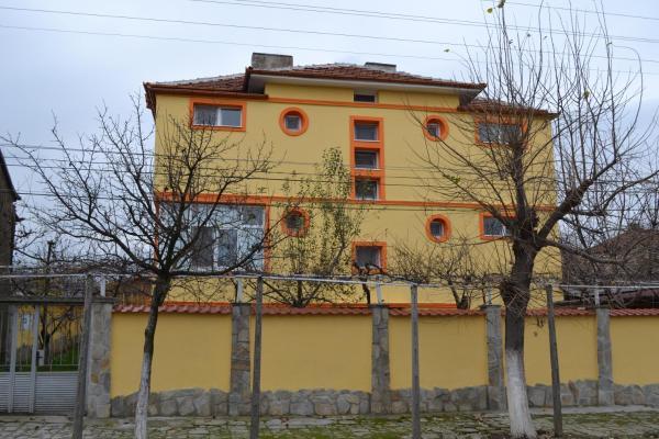 Фотографии отеля: Marinovata Kashta Guest House, Велики-Преслав