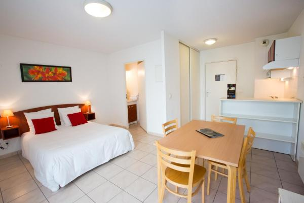Studio with 1 Double Bed (1-2 Adults)