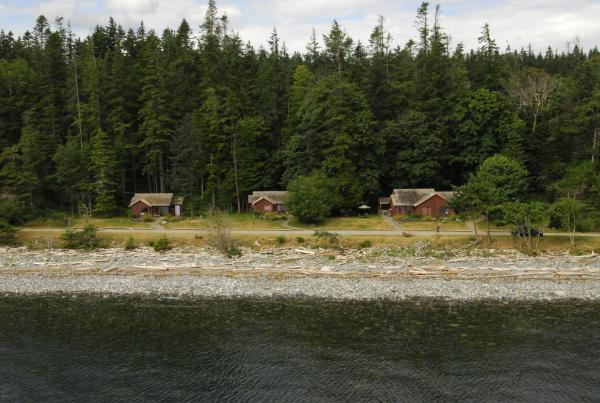 Hotel Pictures: Tsa-Kwa-Luten Lodge, Quathiaski Cove