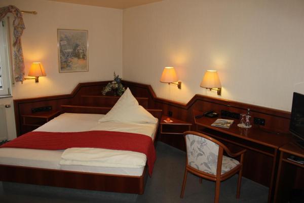 Hotel Pictures: Hotel & Restaurant Zum Vater Rhein, Monheim