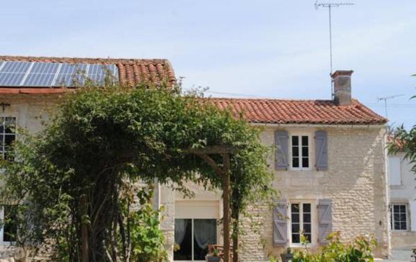 Hotel Pictures: La Poussardiere, Saint-Martin-sous-Mouzeuil