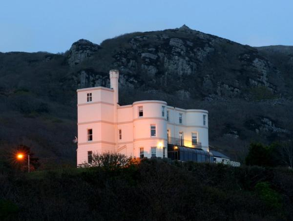 Hotel Pictures: Tyr Graig Castle, Barmouth