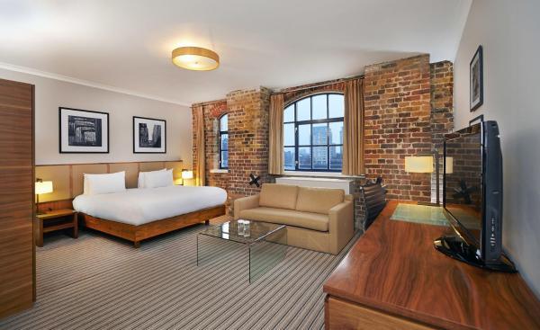 Deluxe Queen Room with River View