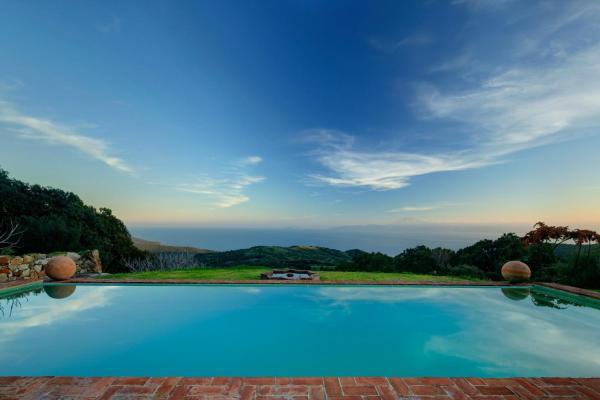Hotel Pictures: Cortijo La Hoya, El Bujeo