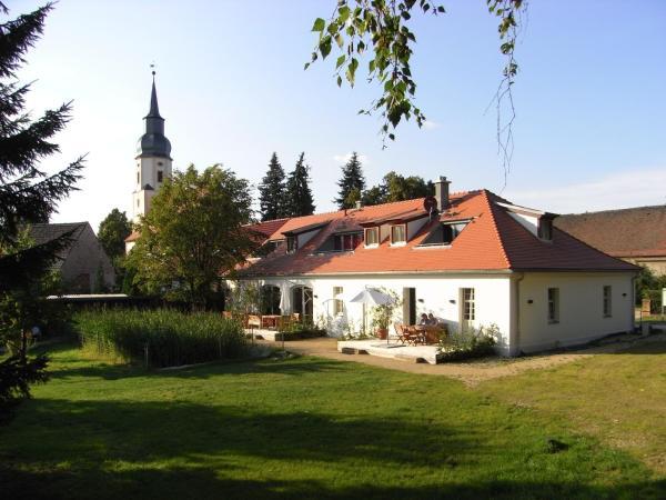 """Hotel Pictures: Apartmenthotel Garni """"Gärtnerhaus Schloss Reinharz"""", Bad Schmiedeberg"""