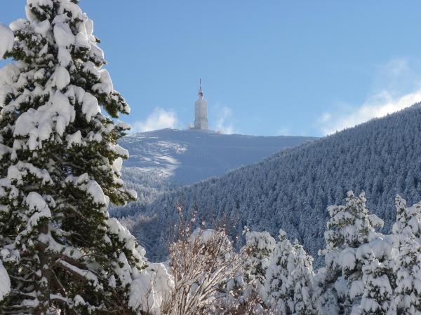 Hotel Pictures: Chalet Ventoux Serein - Chambres d'hôtes, Mont Serein