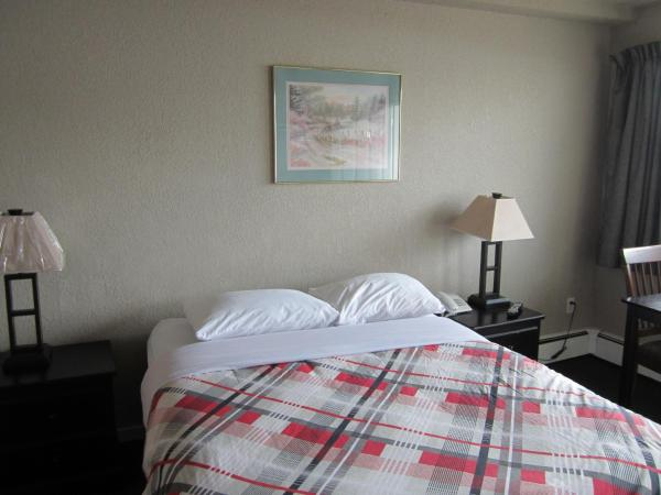 Hotel Pictures: Hide-Away Inn, Fort Nelson