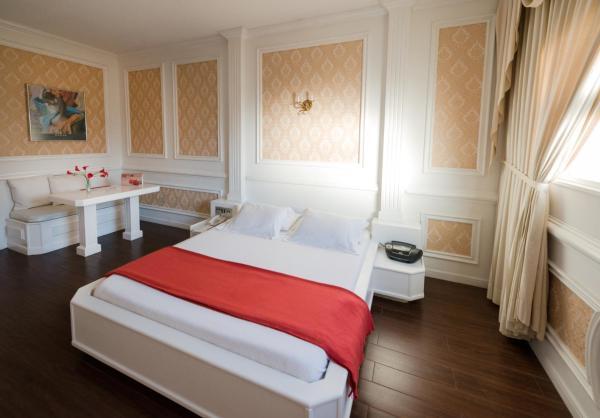 equinox main hotel deluxe. Auto Hotel Deluxe. Deluxe Double Room Equinox Main H