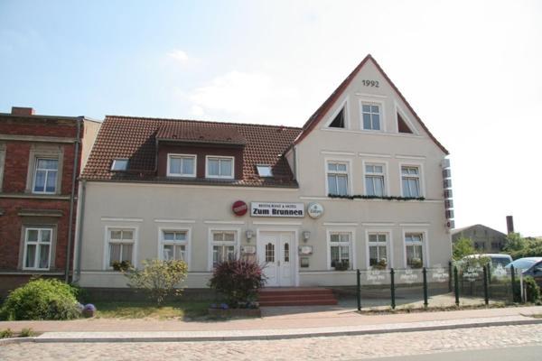 Hotel Pictures: Hotel & Restaurant Zum Brunnen, Jarmen