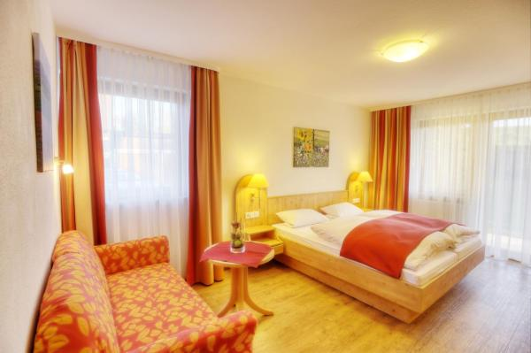 Hotel Pictures: Pension Fohrenberg, Ewattingen
