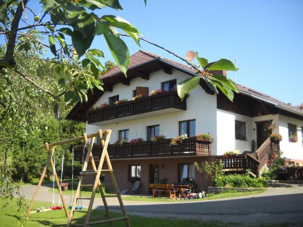 Hotelbilleder: Naturpark Bauernhof Sperl, Mariahof