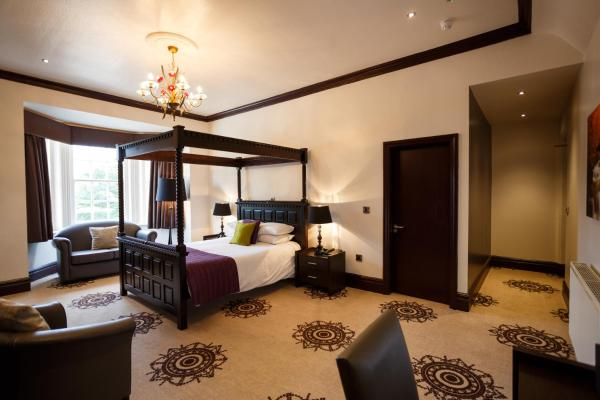 Suite With Four Poster Bed