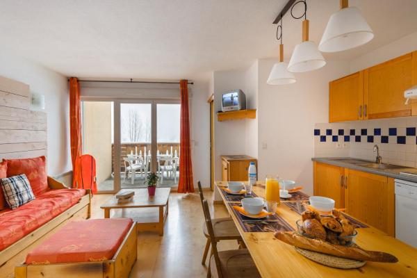 One-Bedroom Apartment with Alcove (4 Adults)
