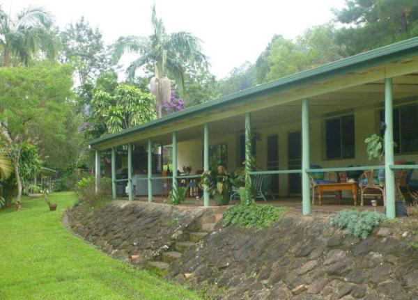 Hotel Pictures: Croftons Retreat Nimbin, Nimbin