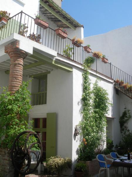 Hotel Pictures: Le Presbytère, Rivesaltes