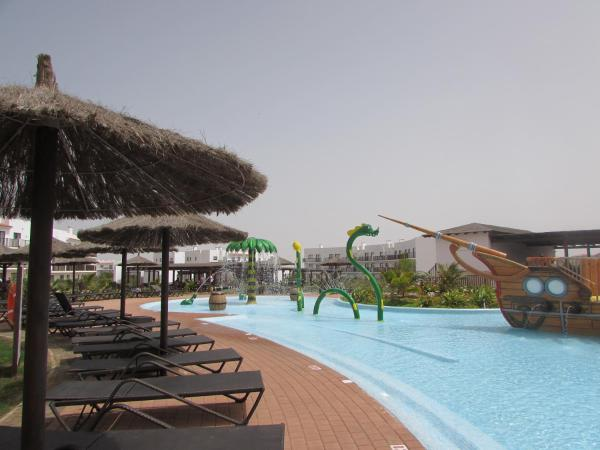 Hotel Pictures: Self Catering Villas with Pools at Dunas Resort, Santa Maria