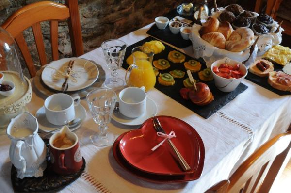 Hotel Pictures: Casa Puig, Montcorbau